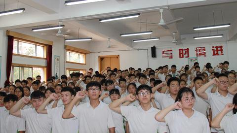"""""""不负青春 再创辉煌""""——西安电子科技中学举行初2018届学生毕业典礼"""